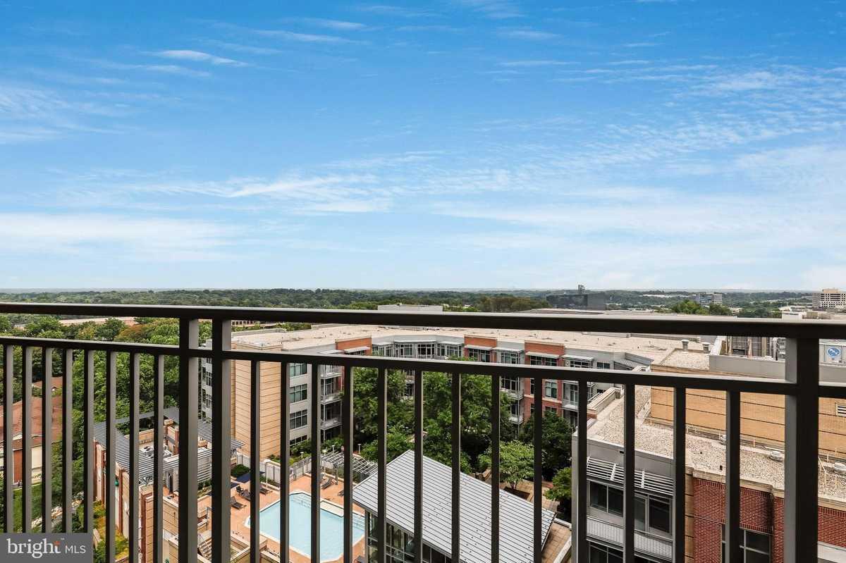 $424,000 - 1Br/1Ba -  for Sale in One Park Crest Condominium, Mclean