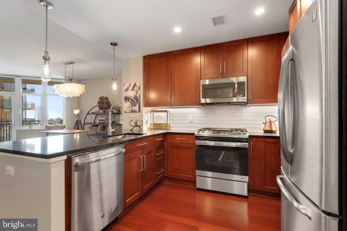 $565,000 - 1Br/2Ba -  for Sale in One Park Crest Condominium, Mclean