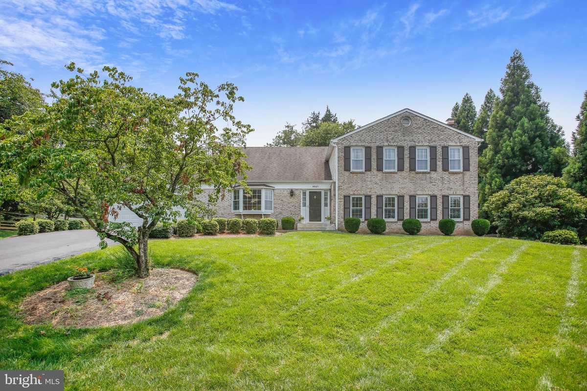 $950,000 - 5Br/3Ba -  for Sale in Harvest King, Vienna