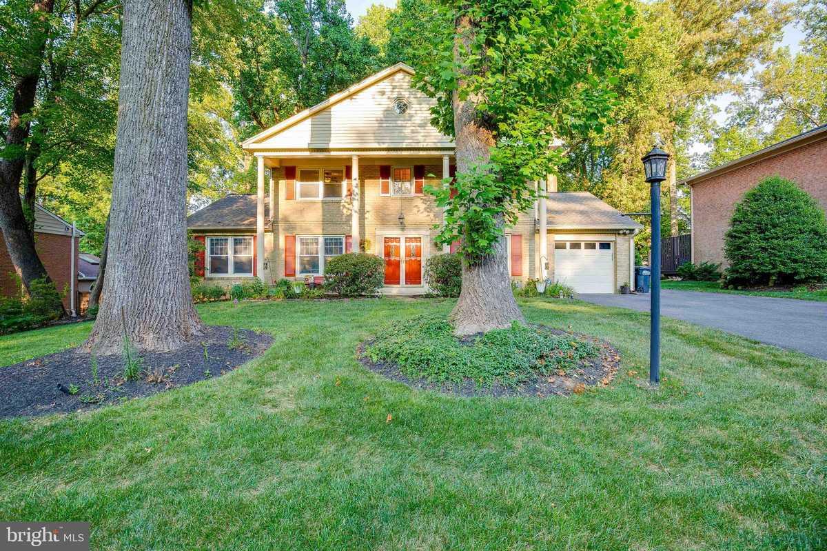 $970,000 - 5Br/4Ba -  for Sale in Ridgelea Woods, Fairfax