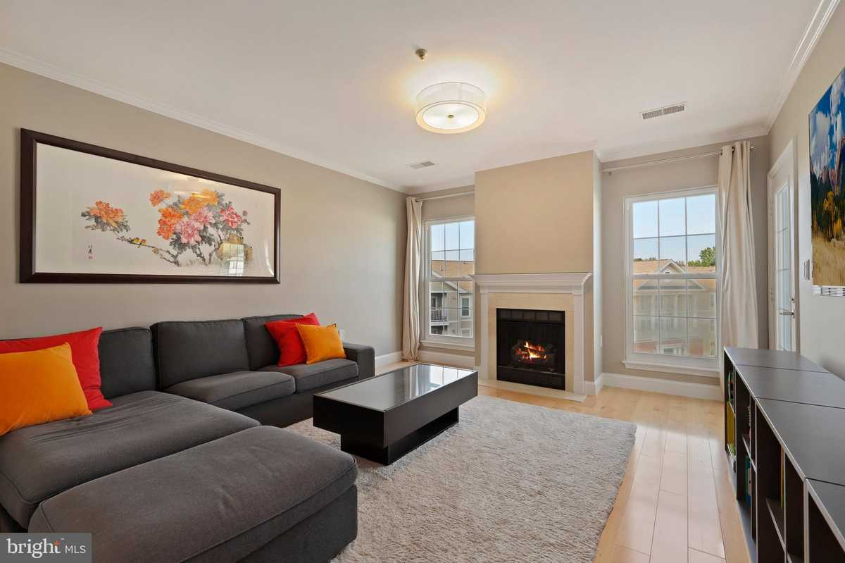 $480,000 - 2Br/2Ba -  for Sale in The Pavilion, Falls Church