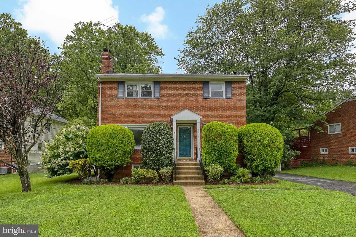$749,000 - 5Br/3Ba -  for Sale in Barcroft Hills, Falls Church