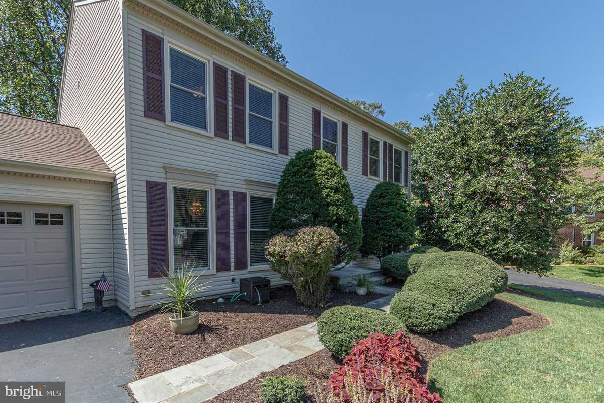 $735,000 - 4Br/3Ba -  for Sale in Waverly Crossing, Chantilly