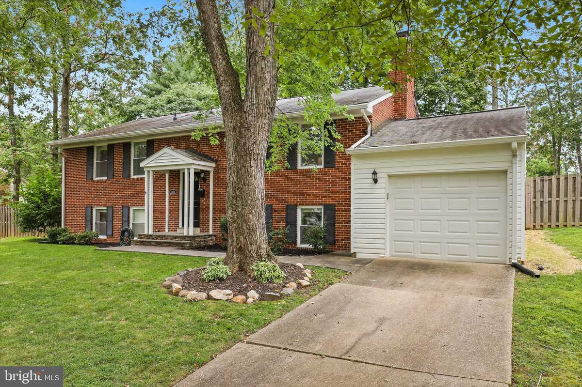 $799,900 - 5Br/3Ba -  for Sale in Willow Woods, Annandale