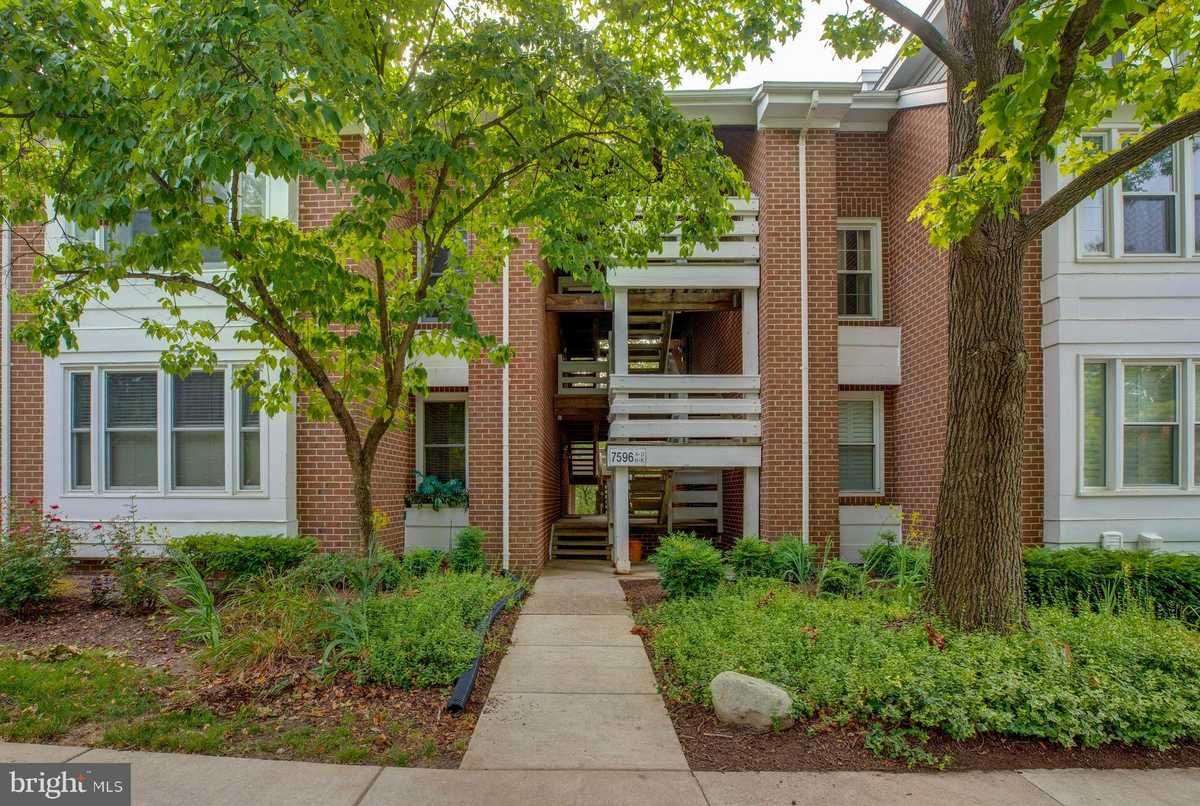 $335,000 - 2Br/2Ba -  for Sale in The Cove, Falls Church