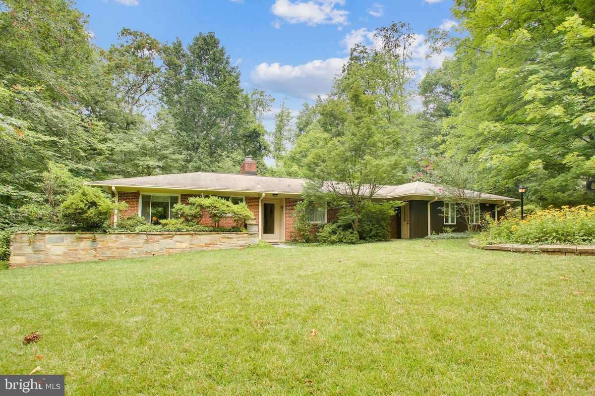 $789,000 - 4Br/2Ba -  for Sale in Holmes Run Park, Falls Church