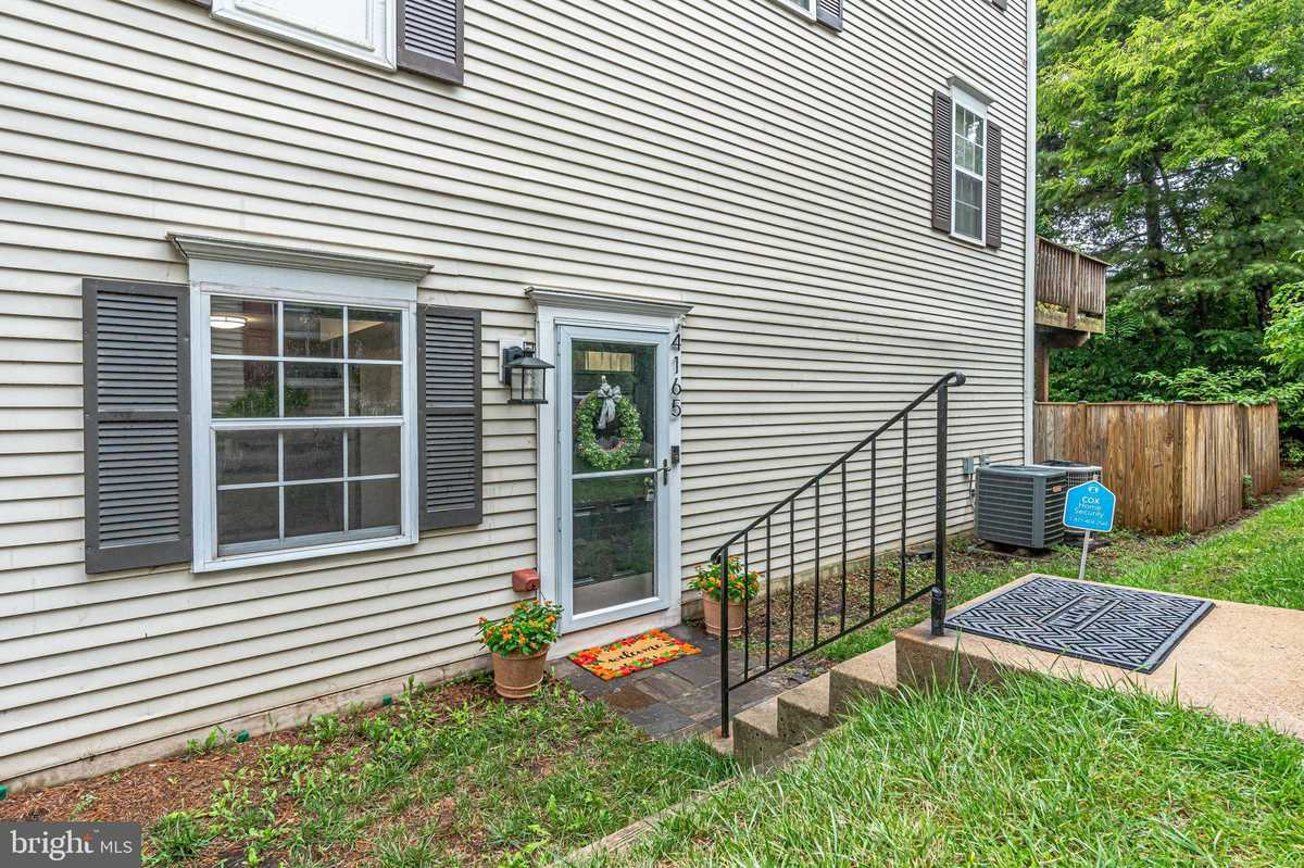 $279,900 - 2Br/1Ba -  for Sale in Winding Brook, Chantilly