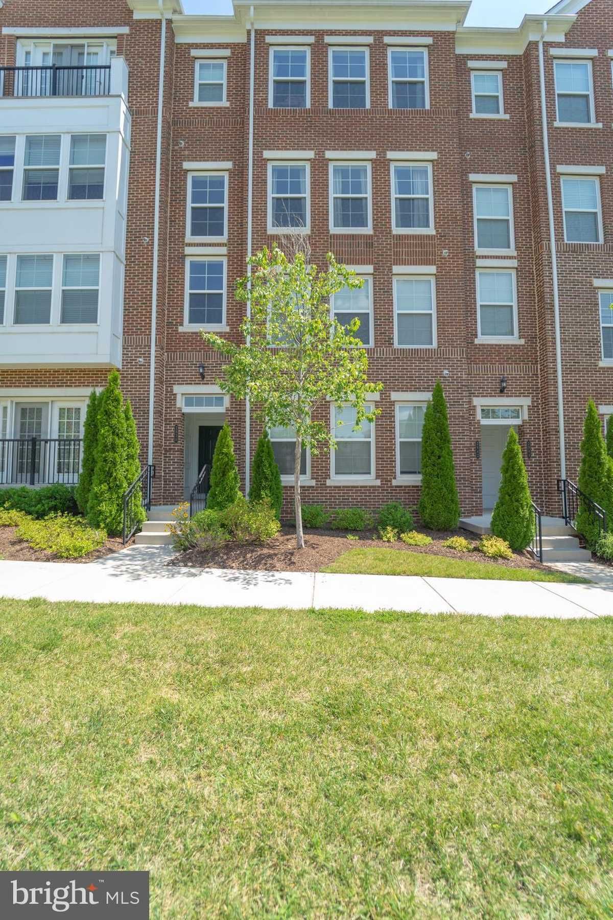 $569,000 - 3Br/3Ba -  for Sale in Metrowest, Fairfax