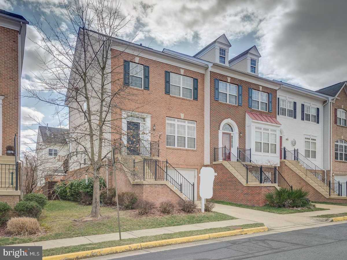 $624,000 - 3Br/4Ba -  for Sale in Townes Of Manchester Wds, Springfield