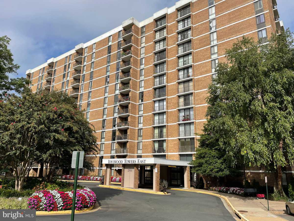 $240,000 - 1Br/1Ba -  for Sale in Idylwood Towers Condo, Falls Church