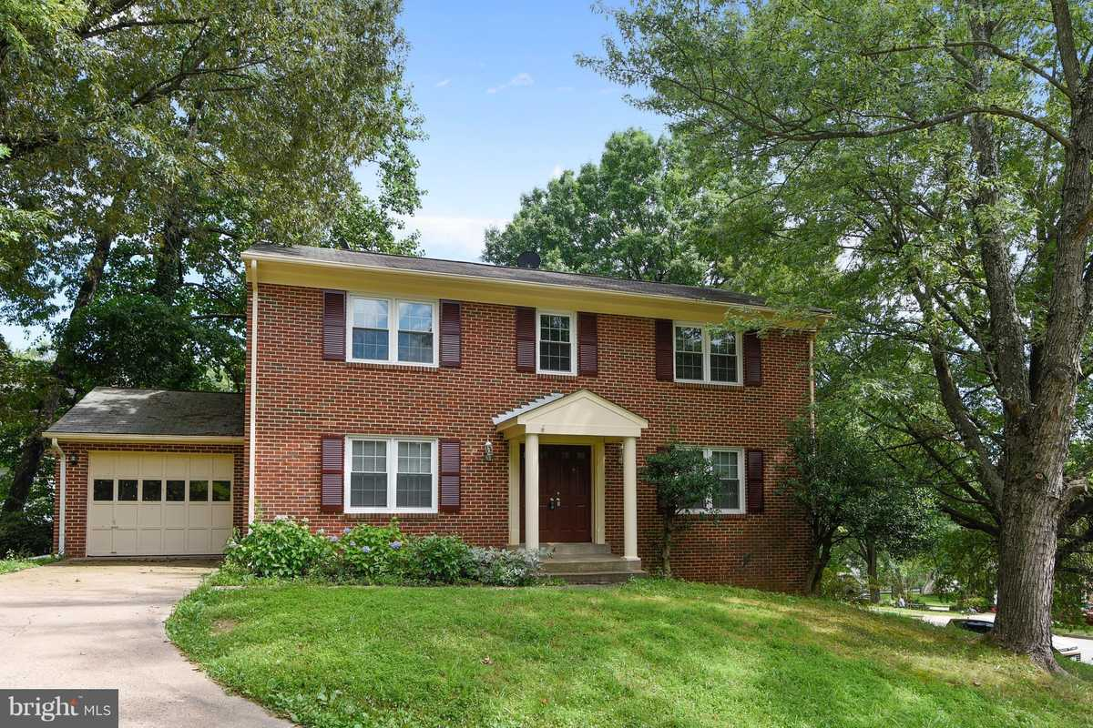 $685,000 - 5Br/4Ba -  for Sale in Holmes Run Village, Annandale
