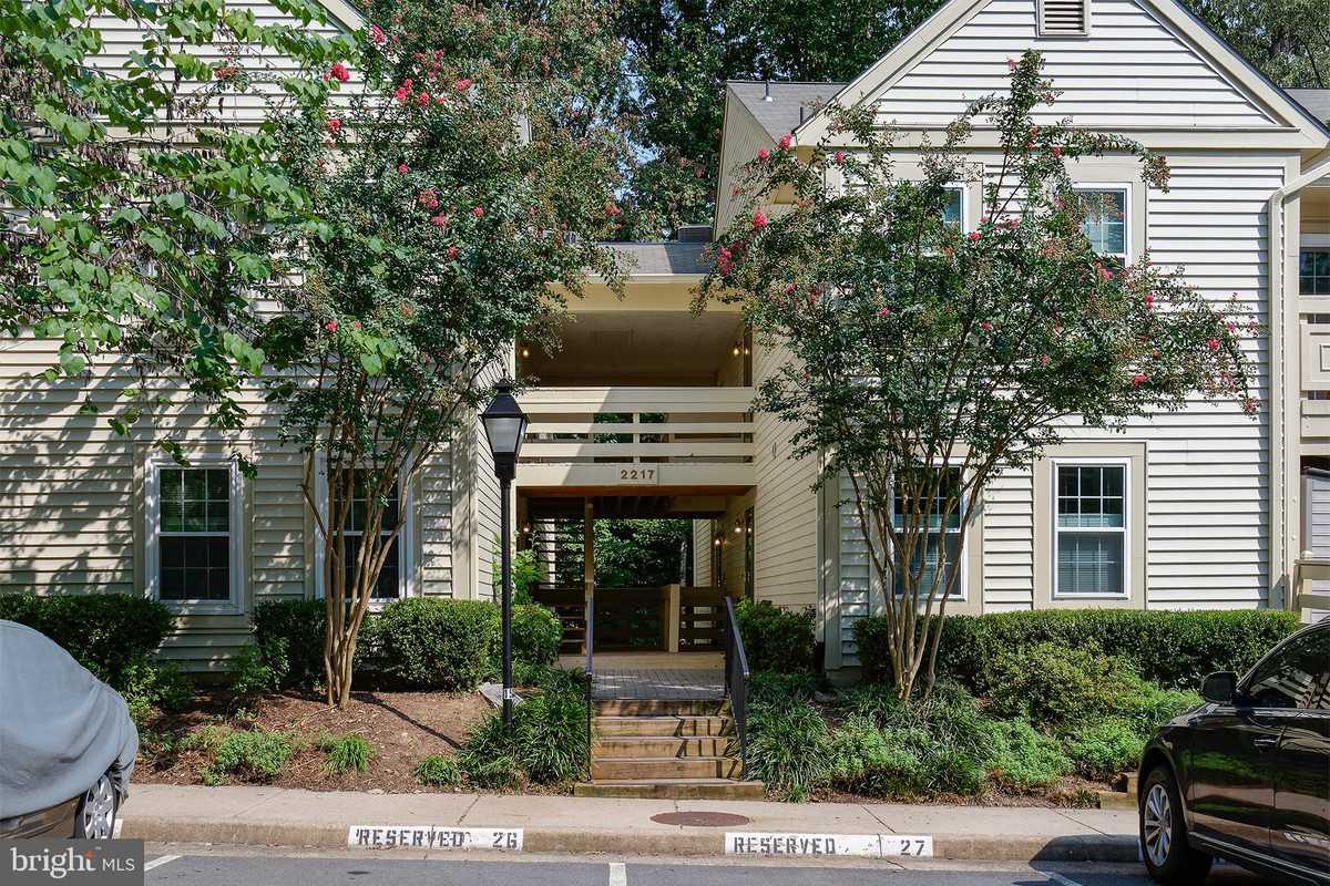 $369,750 - 2Br/2Ba -  for Sale in Bristol House, Reston