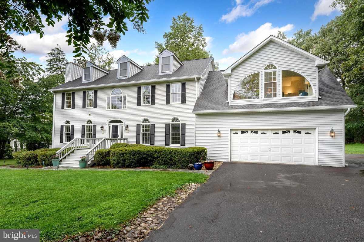 $889,900 - 5Br/5Ba -  for Sale in Fairwood Acres, Fairfax Station