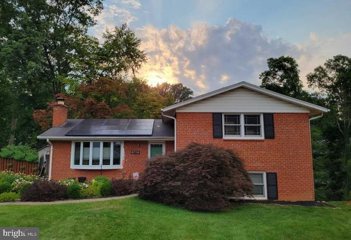 $750,000 - 4Br/3Ba -  for Sale in Sleepy Hollow Woods, Annandale