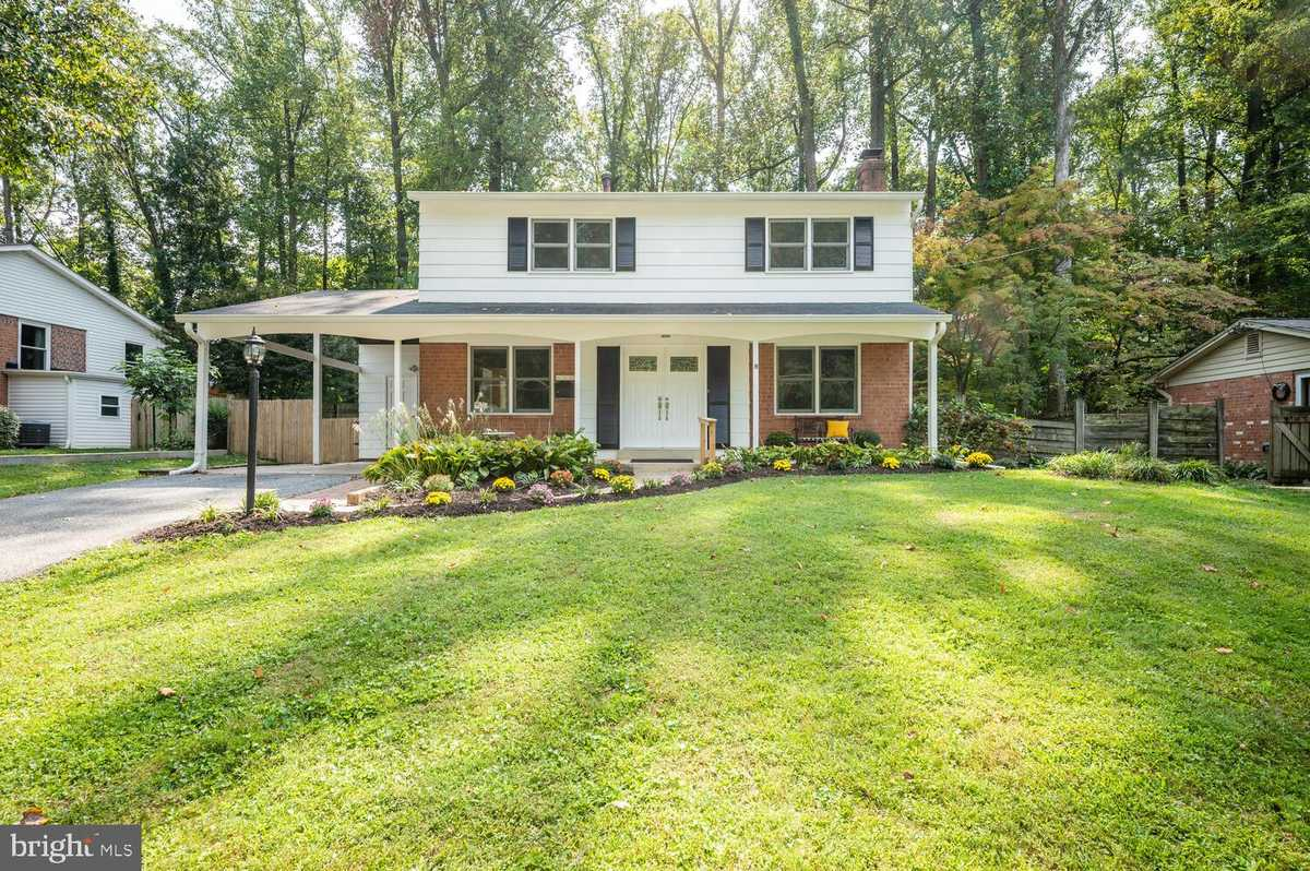 $699,900 - 4Br/3Ba -  for Sale in Red Fox Forest, Annandale
