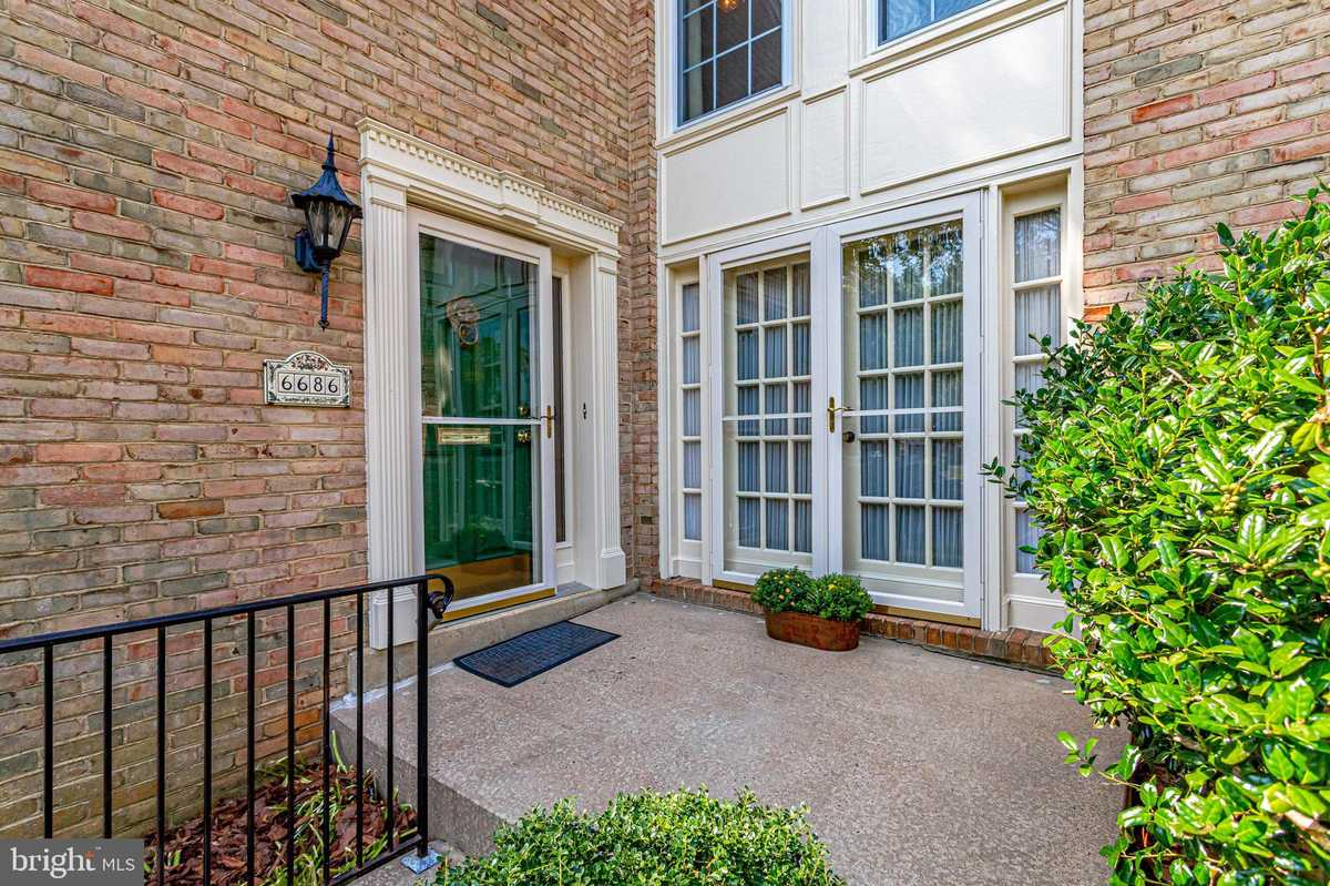 $750,000 - 3Br/3Ba -  for Sale in Westmoreland Square, Falls Church