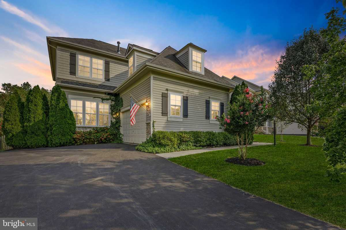 $679,000 - 4Br/3Ba -  for Sale in Pembrooke, Bristow