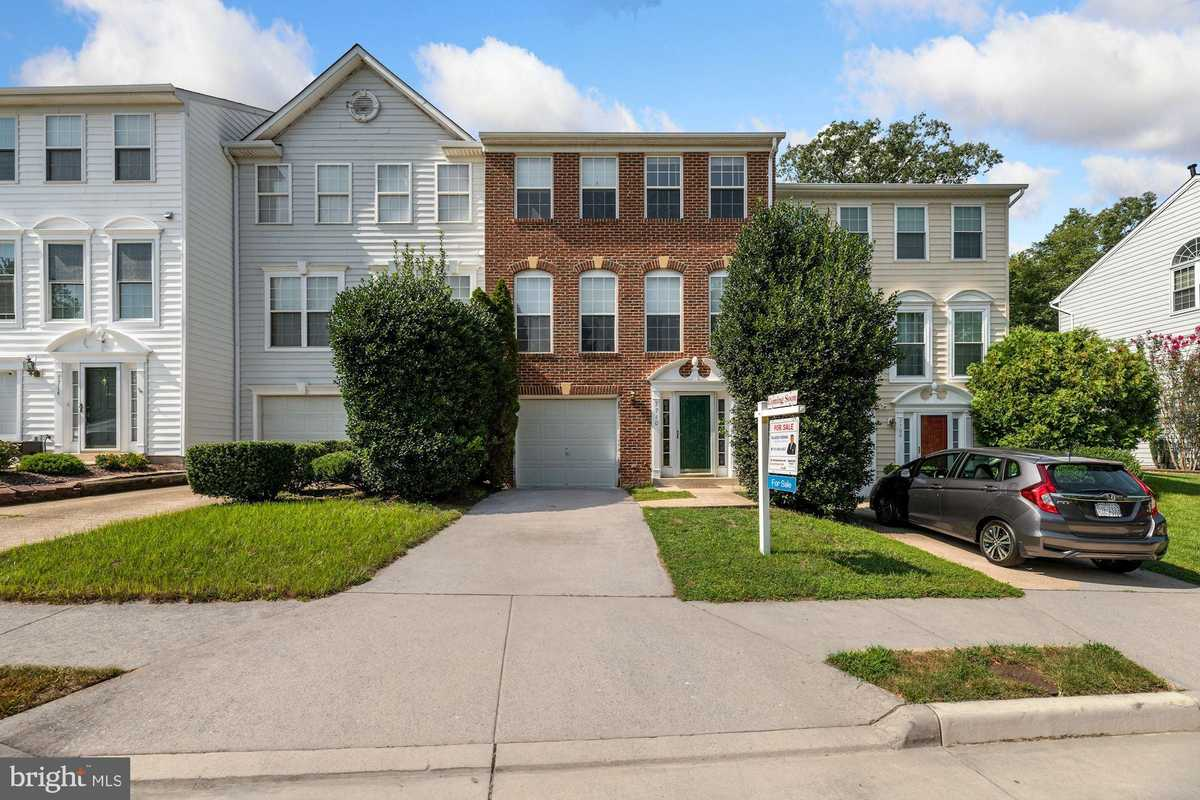 $529,000 - 3Br/4Ba -  for Sale in Shadowbrook, Springfield
