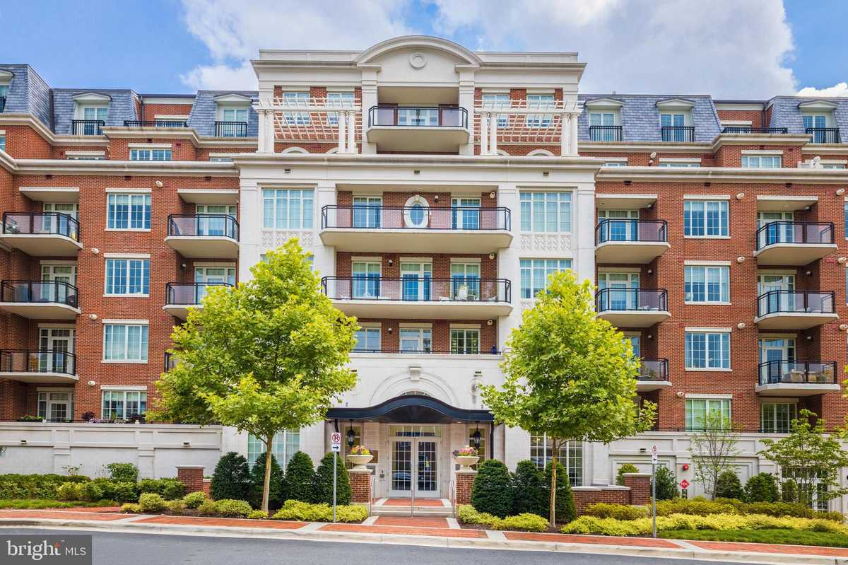 $899,900 - 1Br/1Ba -  for Sale in The Signet, Mclean