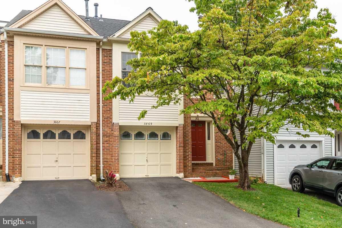 $579,000 - 3Br/4Ba -  for Sale in Fair Woods, Fairfax
