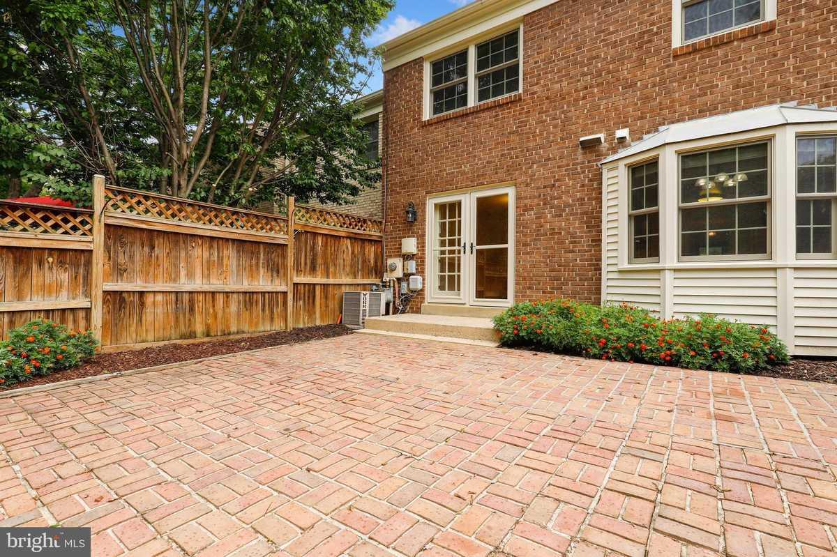 $639,900 - 3Br/4Ba -  for Sale in Stonehurst, Fairfax