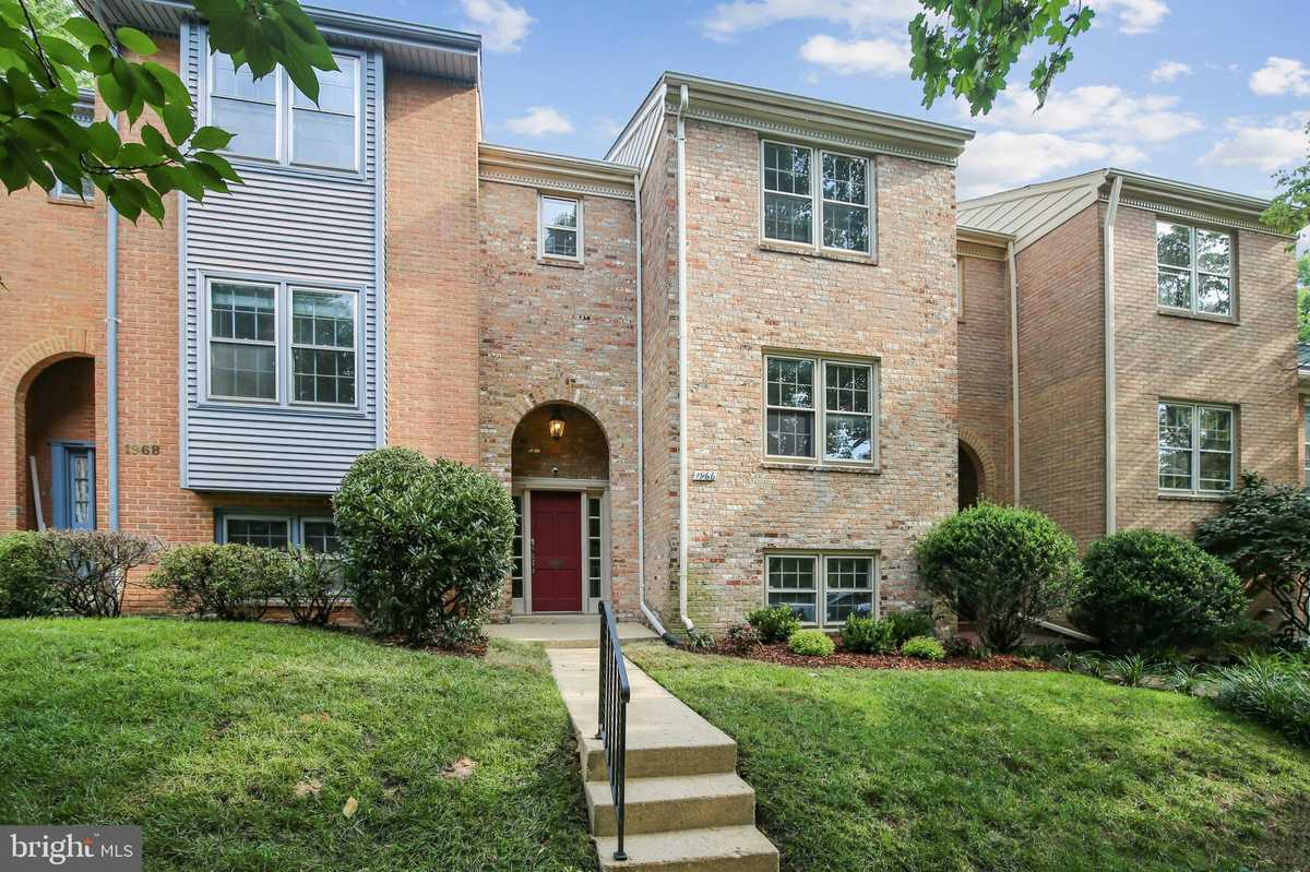 $789,000 - 3Br/4Ba -  for Sale in Westmoreland Square, Falls Church