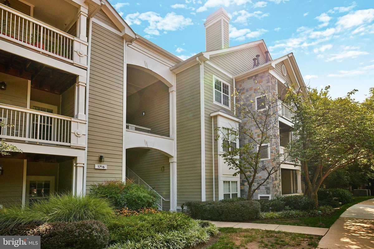 $299,900 - 1Br/1Ba -  for Sale in Edgewater At Town Center, Reston
