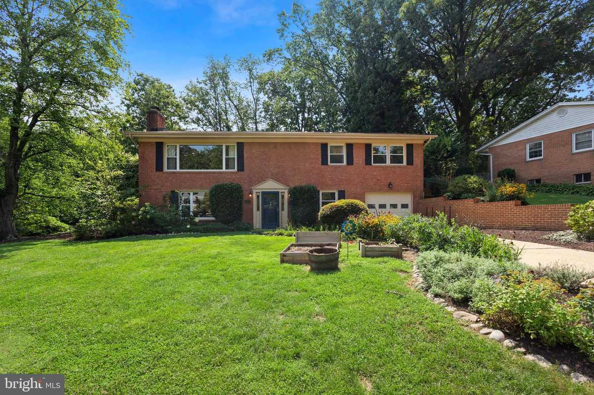 $750,000 - 4Br/3Ba -  for Sale in Masonville Heights, Annandale