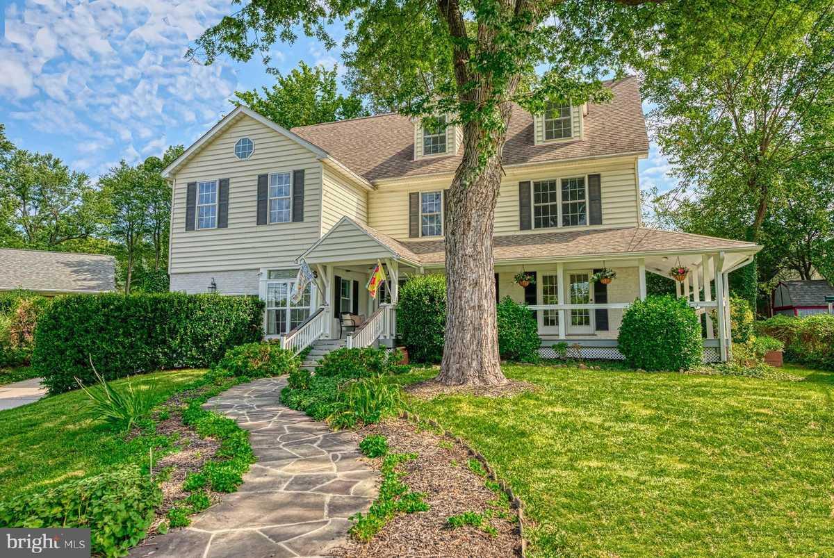 $1,437,500 - 4Br/6Ba -  for Sale in Oakwood, Arlington