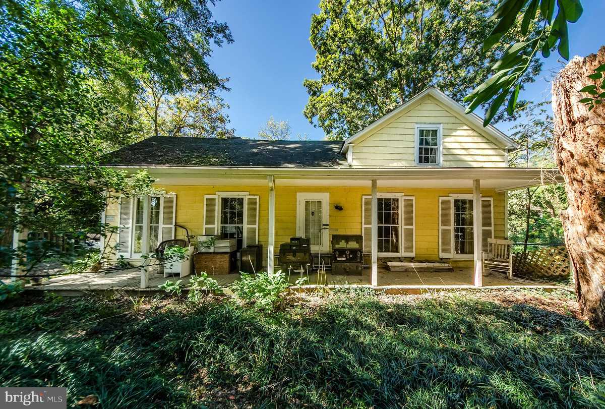 $975,000 - 6Br/3Ba -  for Sale in None Available, Vienna