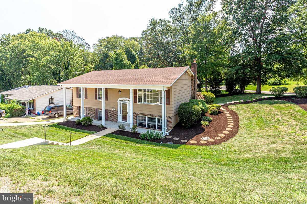 $550,000 - 5Br/3Ba -  for Sale in Hawthorne Manor, Alexandria