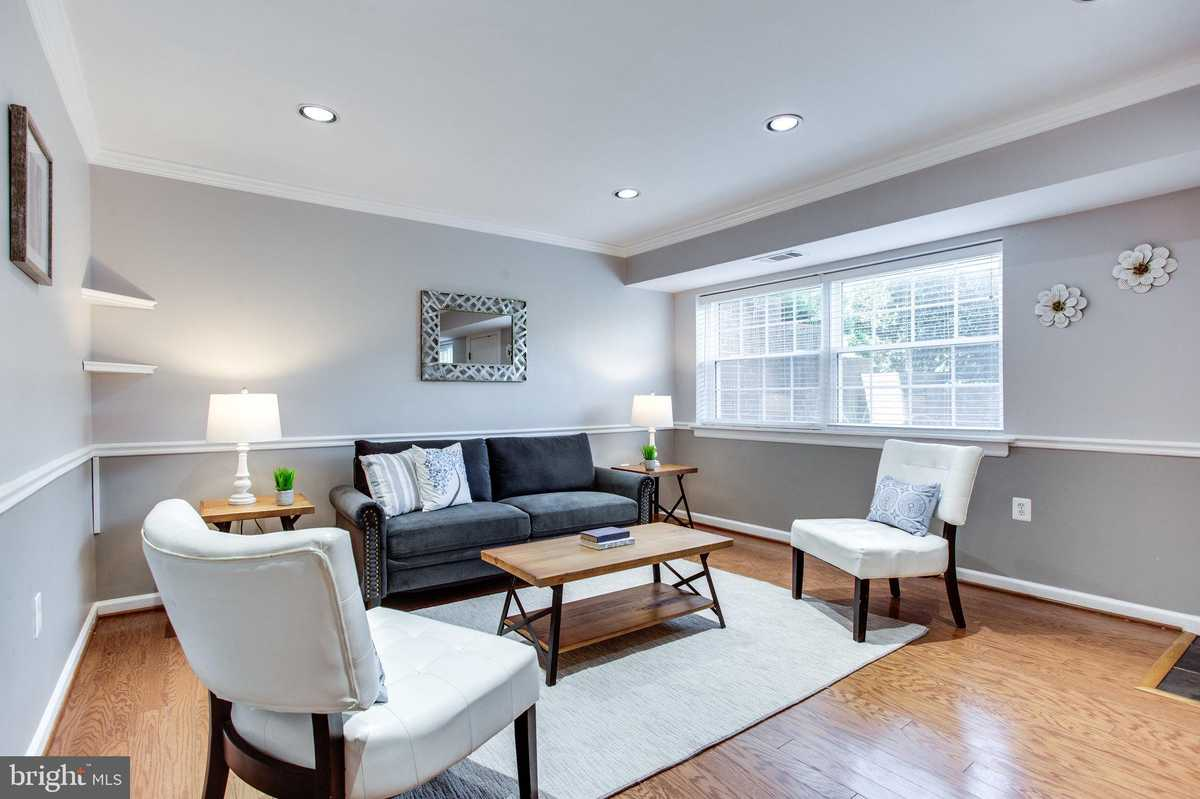 $270,000 - 1Br/1Ba -  for Sale in Mclean Chase, Mclean