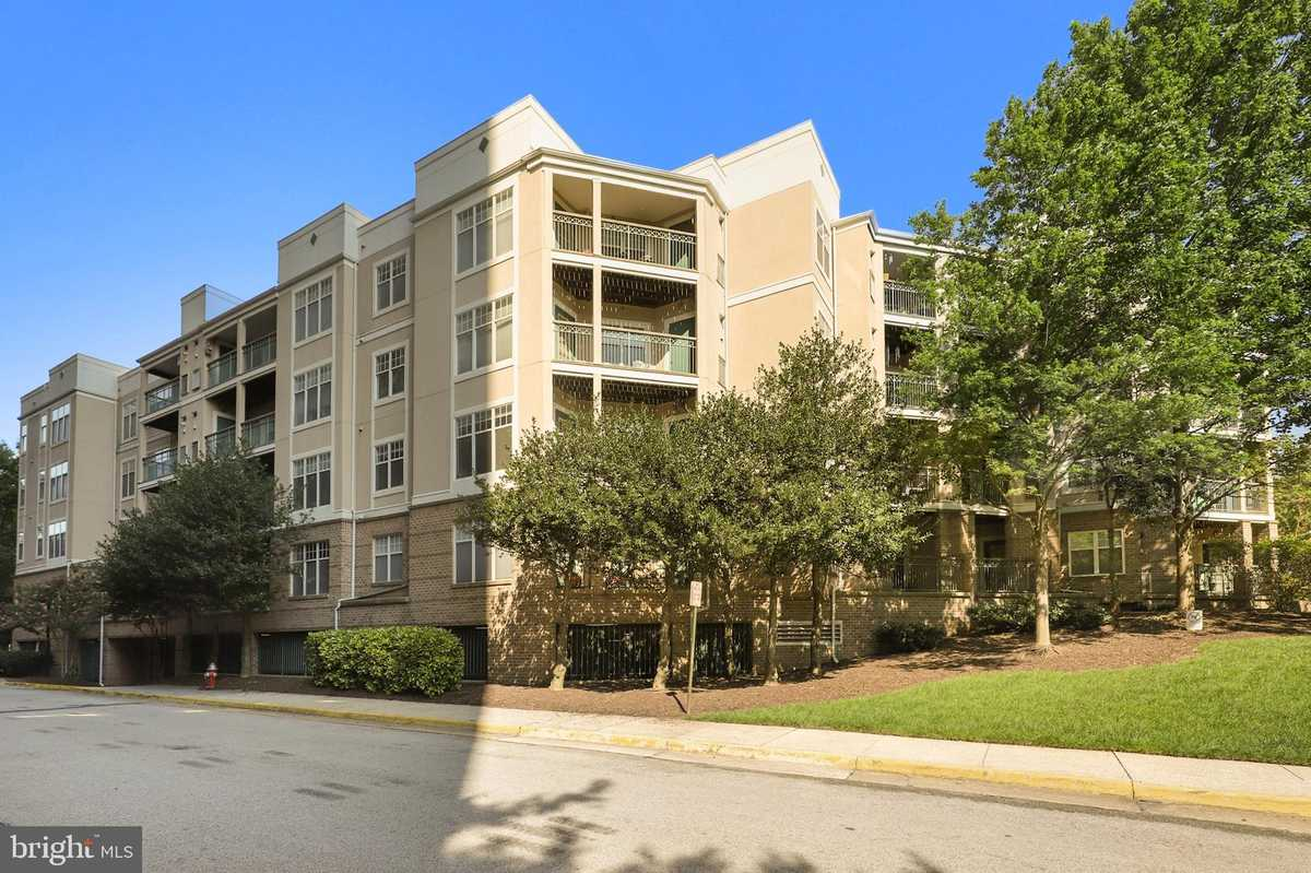 $375,000 - 2Br/2Ba -  for Sale in Savoy Park, Falls Church