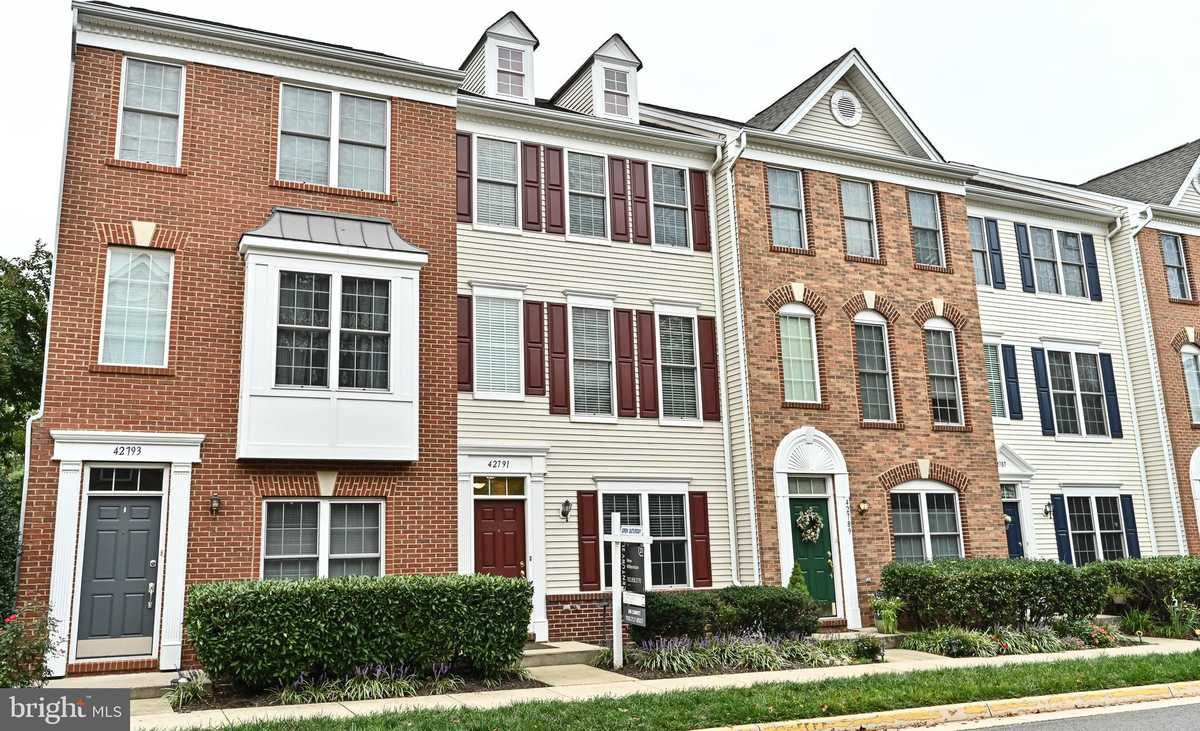 $425,000 - 4Br/3Ba -  for Sale in Amberlea At South Riding, Chantilly