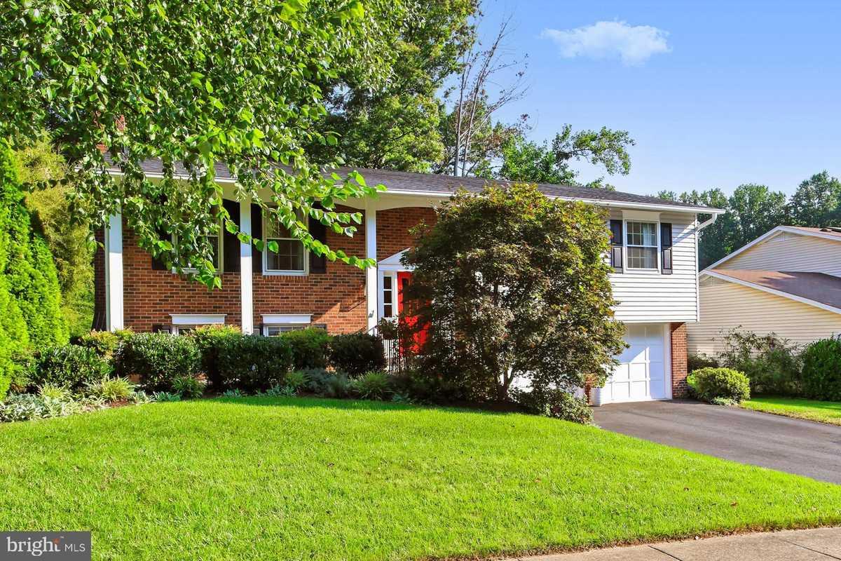 $725,000 - 4Br/3Ba -  for Sale in Longwood Knolls, Burke