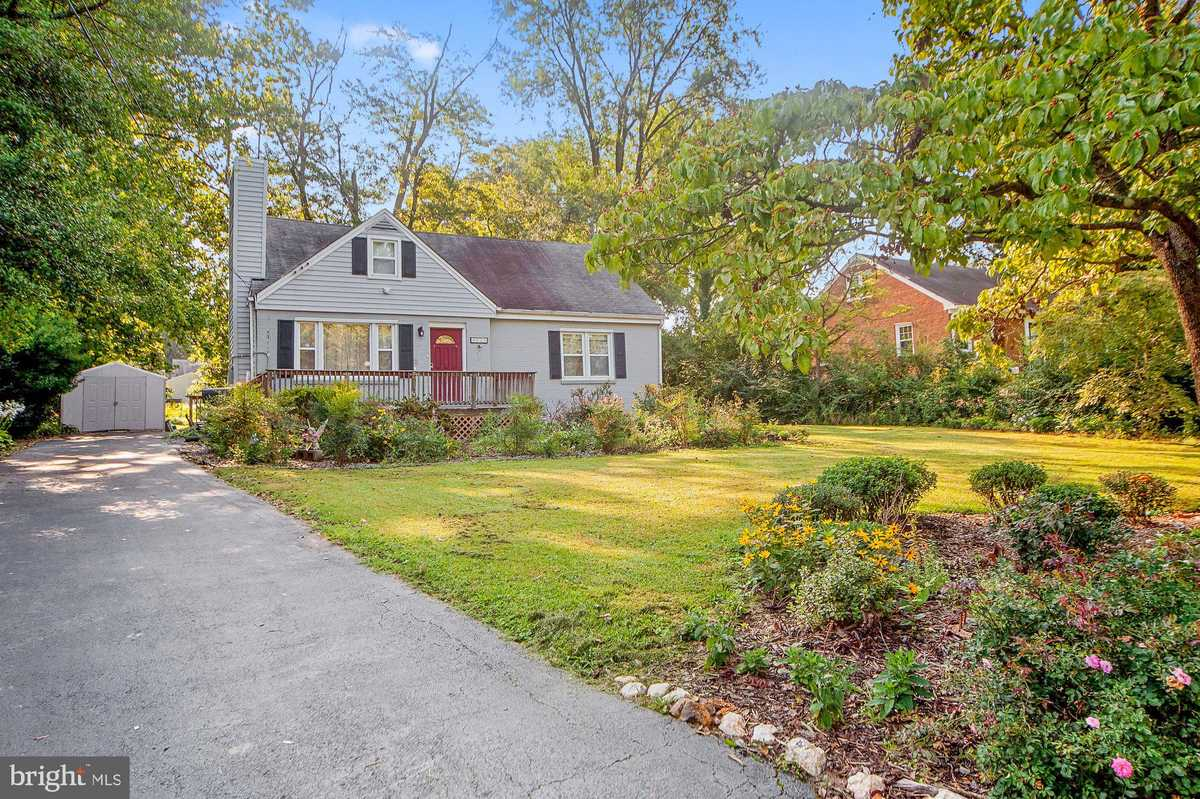 $649,000 - 4Br/3Ba -  for Sale in Accotink Heights, Annandale