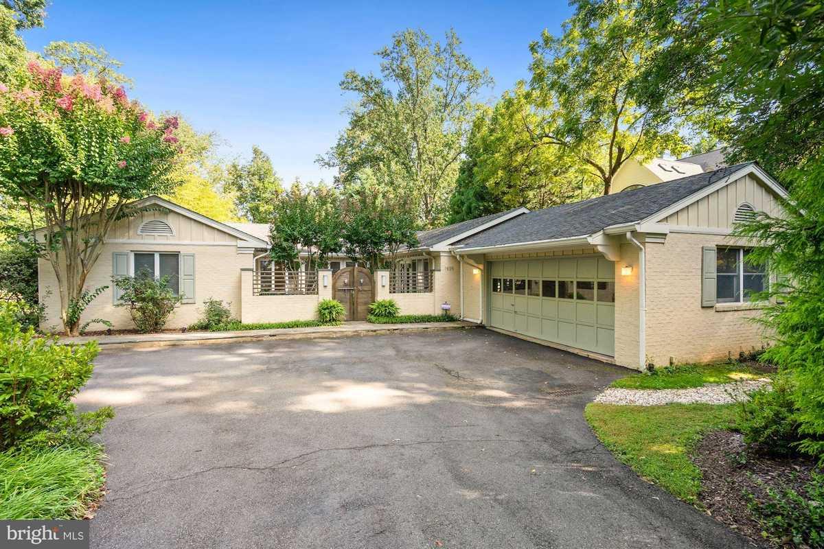 $1,469,000 - 5Br/4Ba -  for Sale in Franklin Park, Mclean