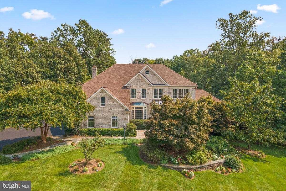 $1,340,000 - 5Br/5Ba -  for Sale in Popes Head Estates, Fairfax