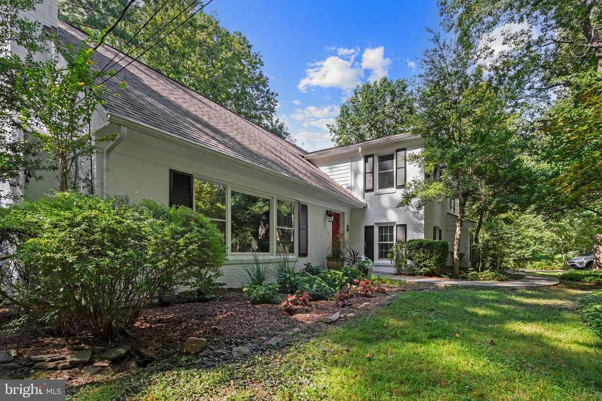 $1,499,000 - 5Br/5Ba -  for Sale in Woodside Estates, Mclean
