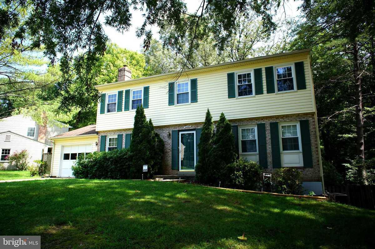 $749,900 - 4Br/3Ba -  for Sale in Hickory Farms, Fairfax
