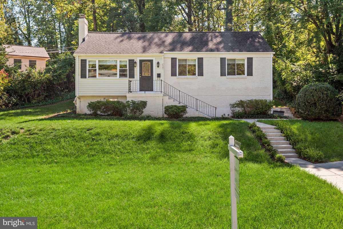 $715,000 - 5Br/2Ba -  for Sale in Poplar Heights, Falls Church