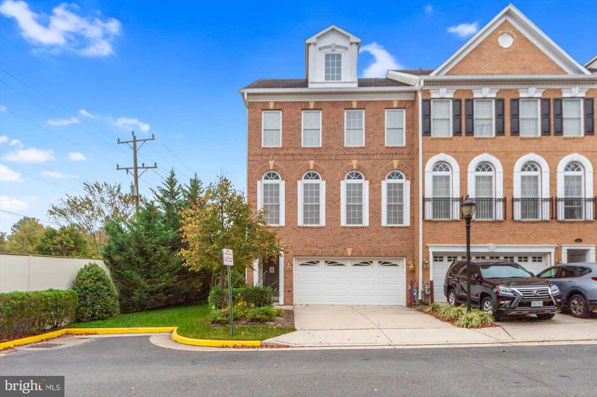 $720,000 - 3Br/4Ba -  for Sale in Charleston Square Townhm, Fairfax