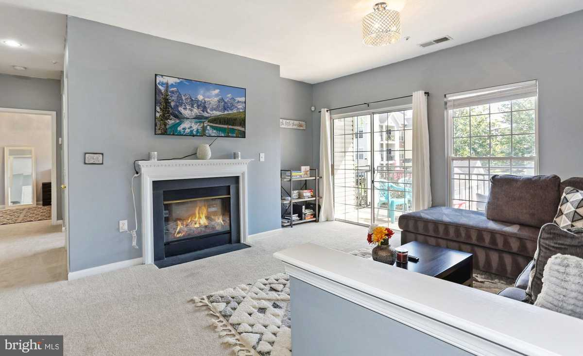 $329,500 - 2Br/1Ba -  for Sale in Random Hills, Fairfax