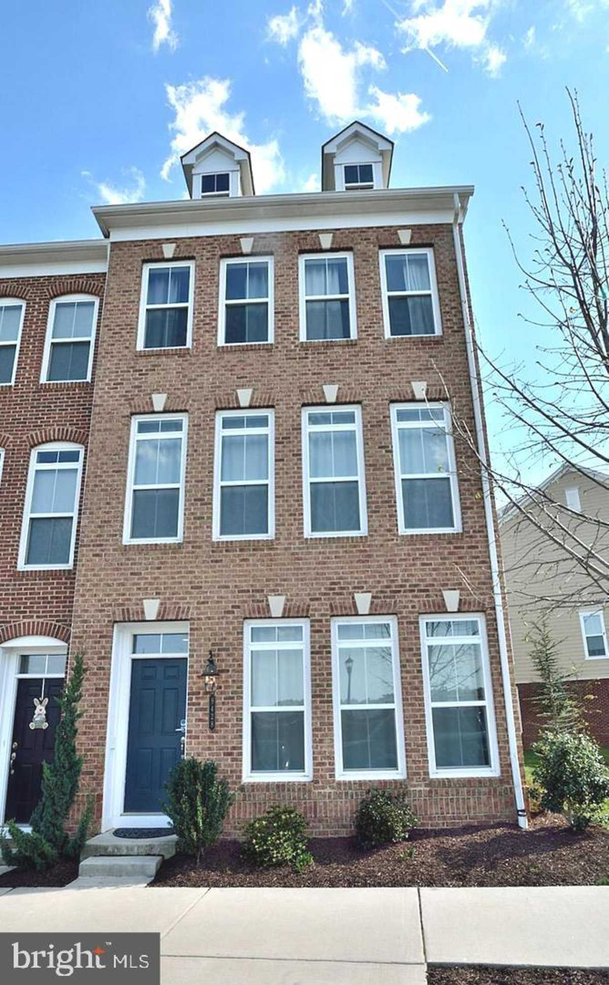 $799,000 - 3Br/4Ba -  for Sale in Metrowest, Fairfax