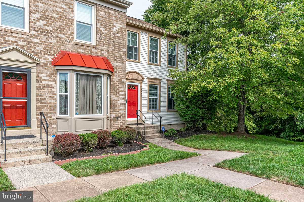 $439,900 - 3Br/4Ba -  for Sale in Heritage Crossing, Centreville