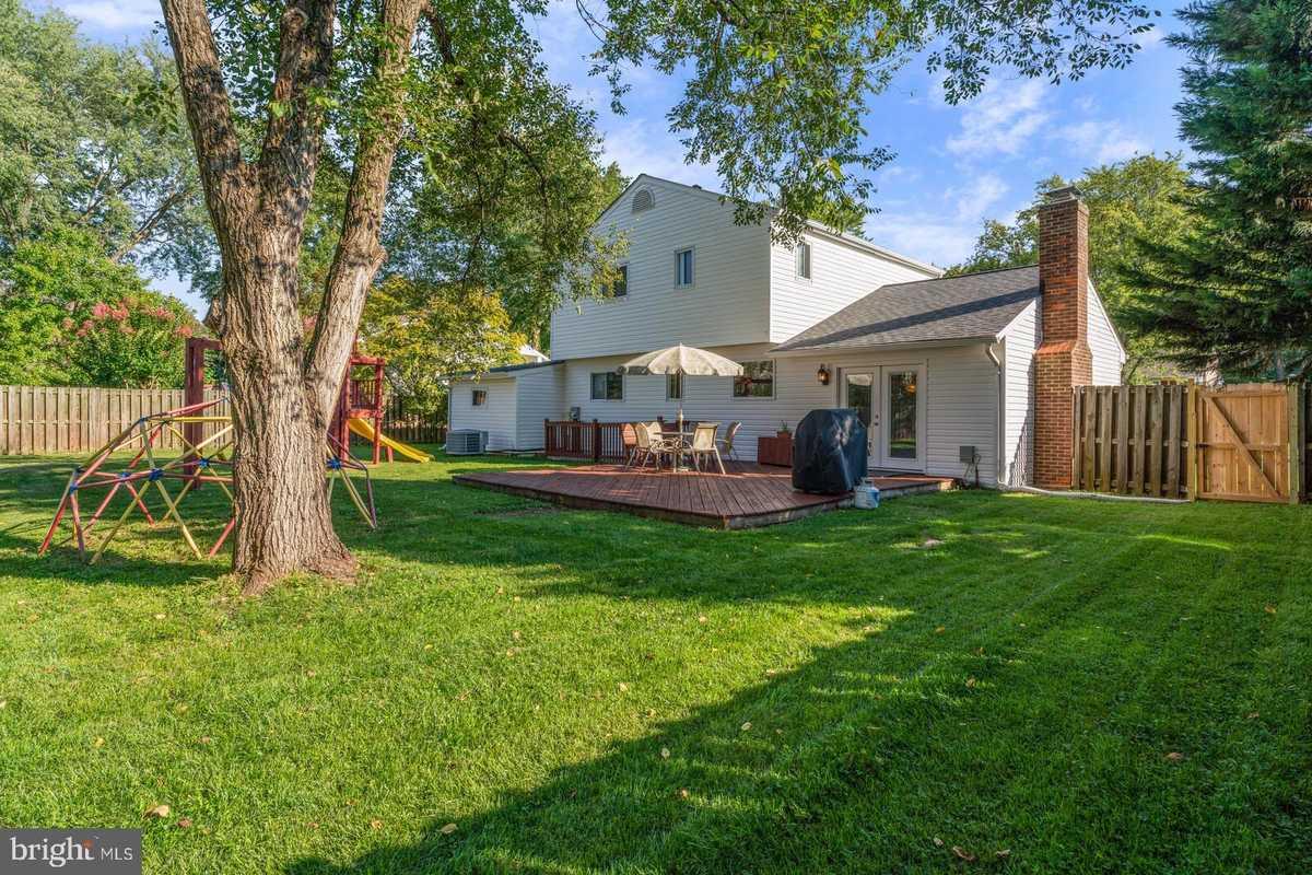 $624,900 - 4Br/3Ba -  for Sale in Chalet Woods, Centreville