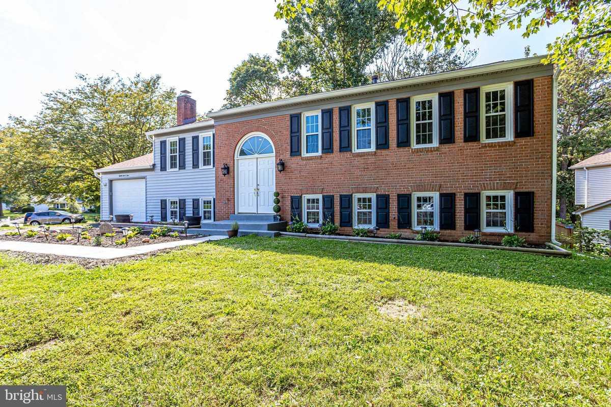 $699,900 - 5Br/3Ba -  for Sale in Saratoga, Springfield