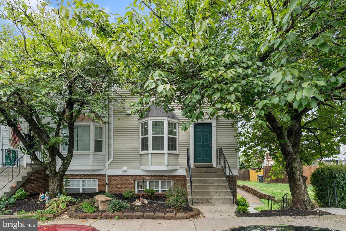 $395,900 - 3Br/3Ba -  for Sale in Winding Brook, Chantilly