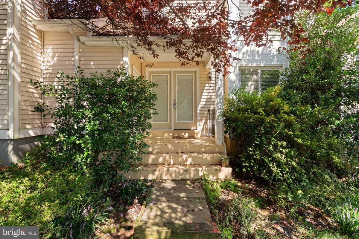 $555,000 - 2Br/4Ba -  for Sale in Fair Woods, Fairfax