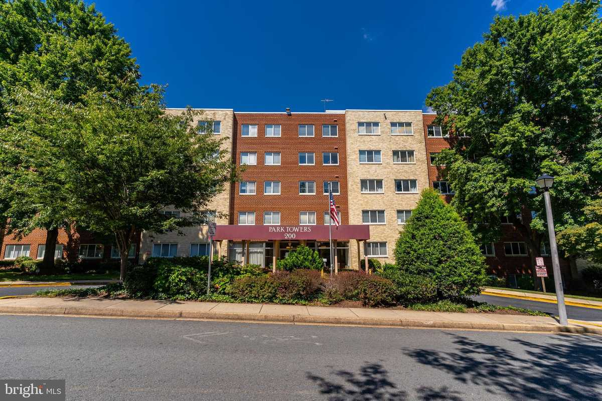 $345,000 - 2Br/1Ba -  for Sale in Park Towers, Falls Church